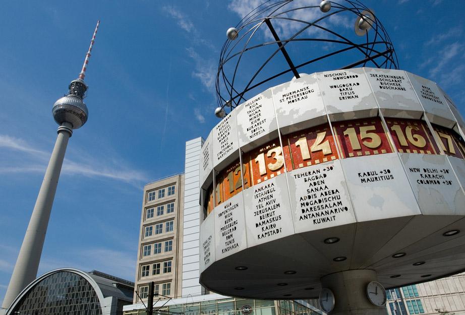 Fernsehturm und Weltzeituhr am Alexanderplatz | TV-Tower and World Clock at Alexanderplatz (2) © visitBerlin, Foto: Wolfgang Scholvien